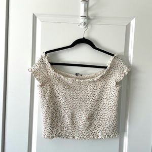 AMERICAN EAGLE / WHITE FLORAL CROP SHORT SLEEVE